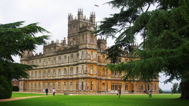 Everyone is invited to a virtual cocktail party at Downton Abbey
