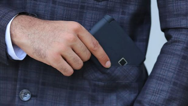 Gadgets: This smart wallet opens with your fingerprint.