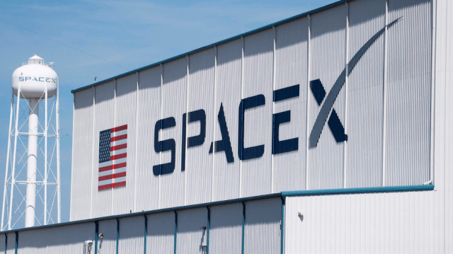 SpaceX juuust misses drone ship landing in otherwise successful mission