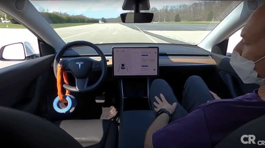 It's frighteningly easy to trick Tesla Autopilot into working with an empty driver seat