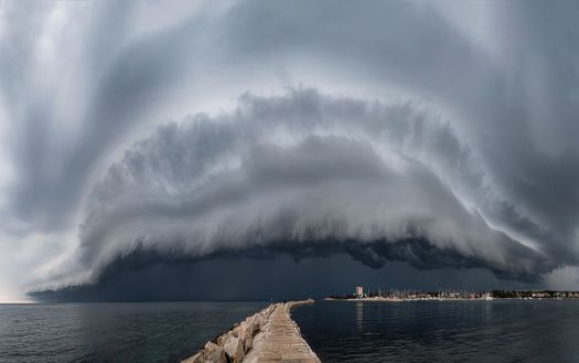 Spectacularly beautiful weather photos will remind you what the outdoors looks like 3