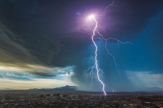 Spectacularly beautiful weather photos will remind you what the outdoors looks like 13