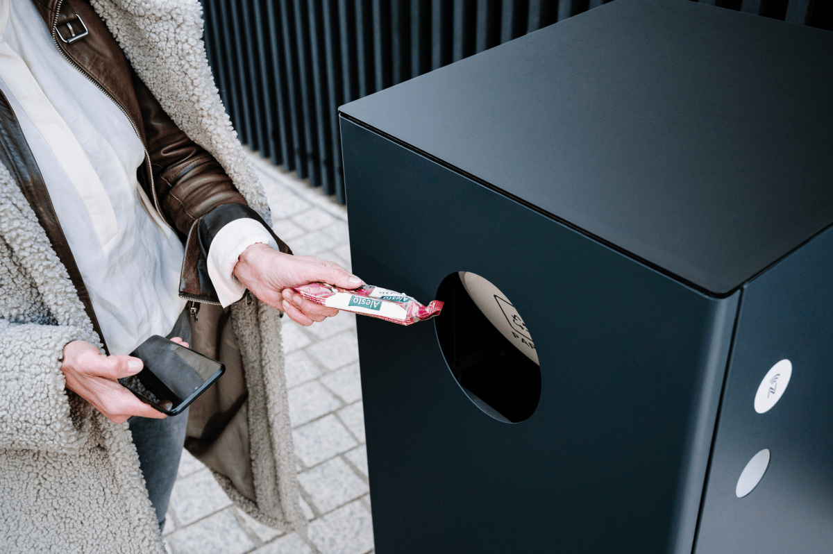 Steora's Terra smart bin is connected to the same cloud-based system as the Steora benches.