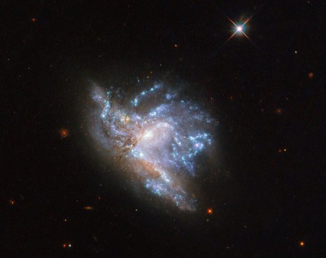 Located some 230 million light years away, NGC 6052 is a pair of colliding galaxies, says NASA.