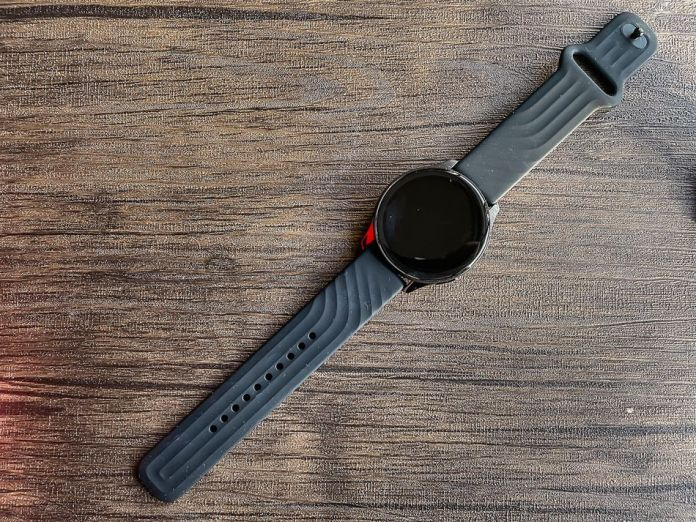 The OnePlus watch in Midnight Black looks kind of boring.