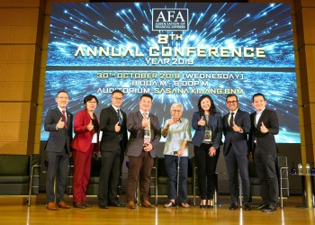 Tun Dr Daim Zainuddin (4th from right) & the AFA Committee