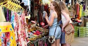 Top 10 Places for Street Shopping in India