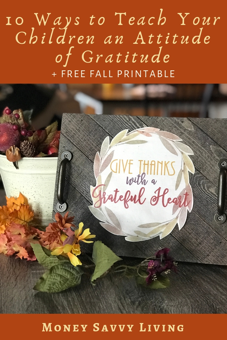 Give Thanks with a Grateful Heart. Download your free fall printable at Money Savvy Living #Thanksgiving #grateful #give #thanks #fall #printable #homedecor