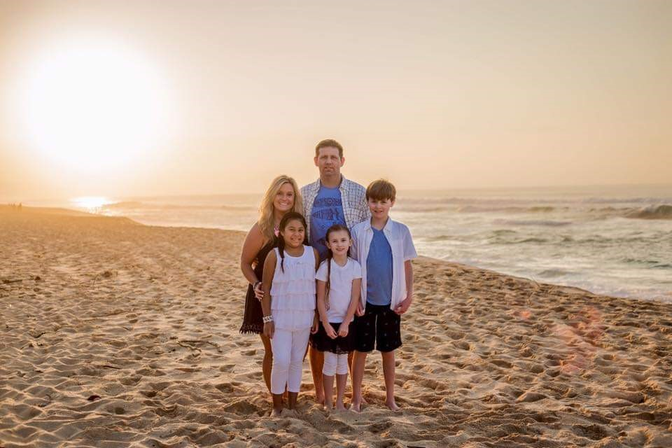 PlanPlanning a trip to Hawaii? Here are som of the Best Beaches in Oahu, Hawaii! #Hawaii #Oahu #hawaiibeaches #oahubeaches #Hawaiianvacation #beachvacation #Sunset #Sunsetbeach #familyphoto