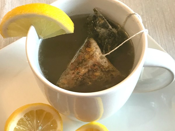 Sore throat? Feeling sick? Try this Starbucks Medicine Ball Tea Copycat Recipe to feel better! #Starbucks #copycatrecipe #tea #teavana #simplylemonade #lemon #peachtea #minttea #sorethroat #naturalremedies #health #wellness
