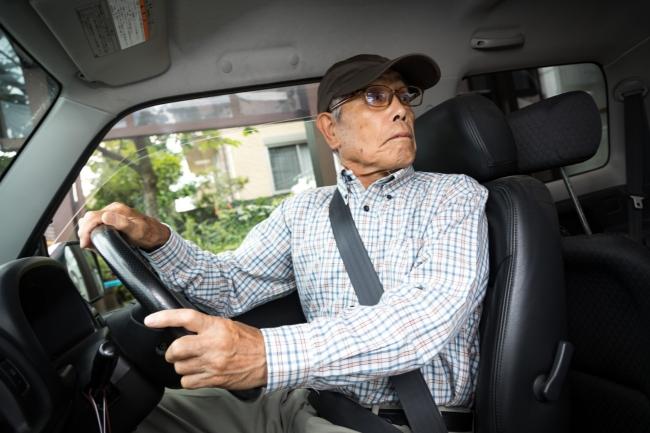 """「相談サポート通信 相談者実態調査」2割が「自動車保険」に加入していない""""任意保険無加入状態""""交通事故経験者の約4割が事故トラブルの結果に納得できていない"""