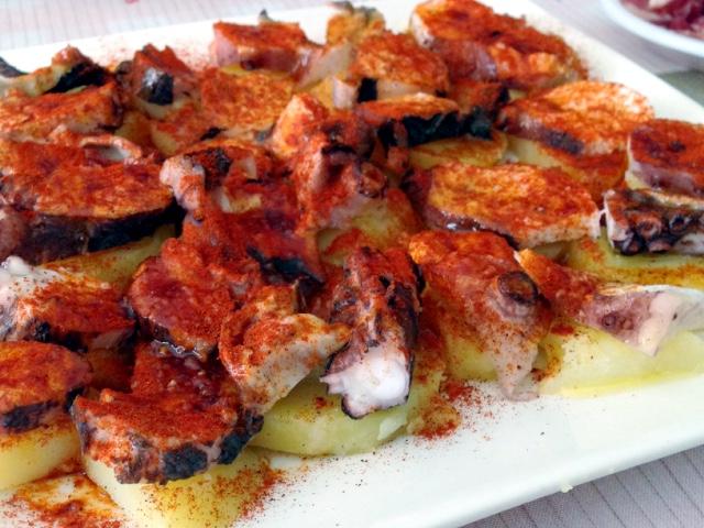 スペインのクリスマスの食事のタコのガリシア風