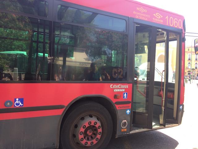 セビリアの市バスTUSSAMの車体