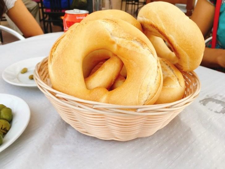 カサベルメハのバルのパン