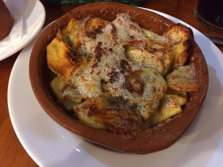 セビリアのバルアホブランコのポテトとロックフォールチーズ