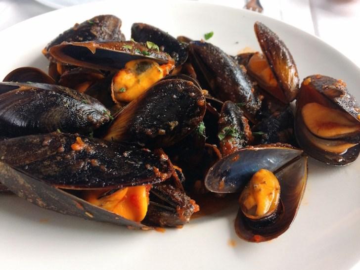バルセロネタのレストランpinxoplatjaのムール貝