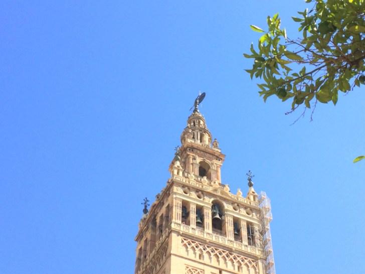 セビージャ大聖堂のヒラルダの塔とヒラルディージョ