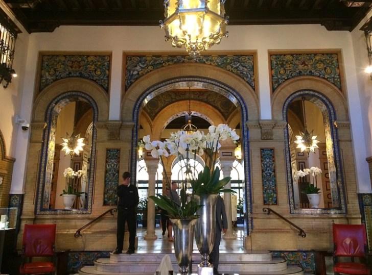 セビリアのアルフォンソXIIIホテルのロビー