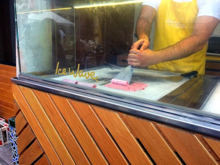 スペインICE WAVEのロールアイスの作り方
