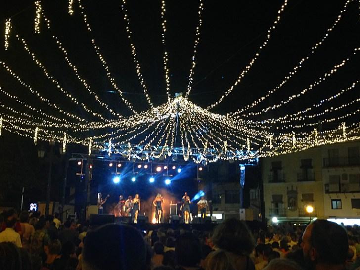 トリアナの夏祭りベラ・デ・サンタ・アナのライブ