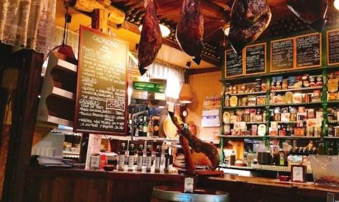 一人でも気軽に入れるトリアナのバル『La Antigua Abaceria』でワインとチーズと生ハム