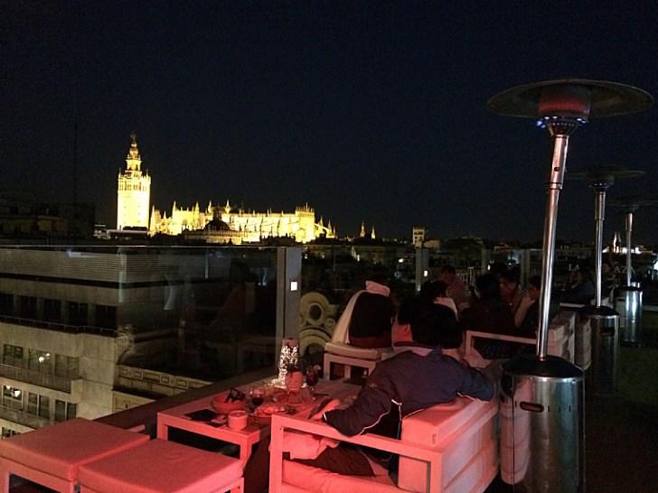 セビーリャのホテル「イングラテラ」の屋上テラスからの夜景カテドラル