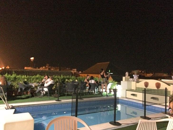 セビリアのホテル「ドーニャマリア」の屋上テラスのプール