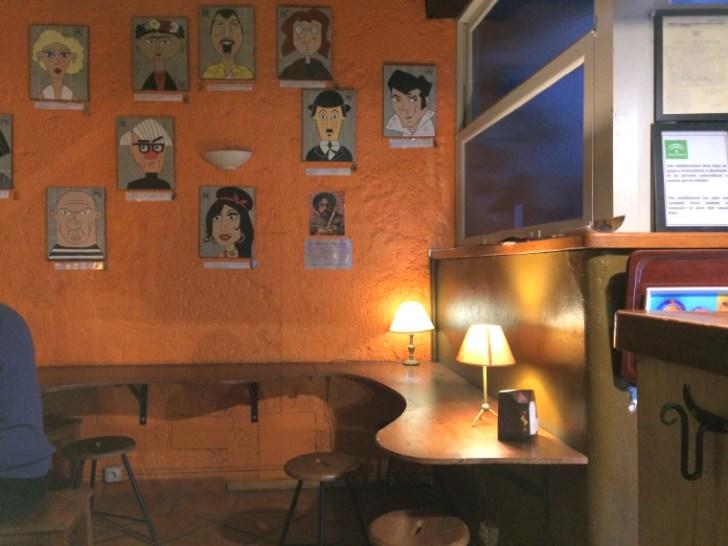 セビリアのカフェピオーラの店内