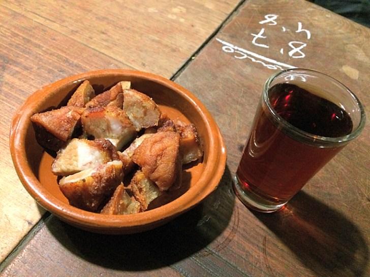 ヘレスのタバンコ『Tabanco El Pasaje』の豚皮のから揚げ