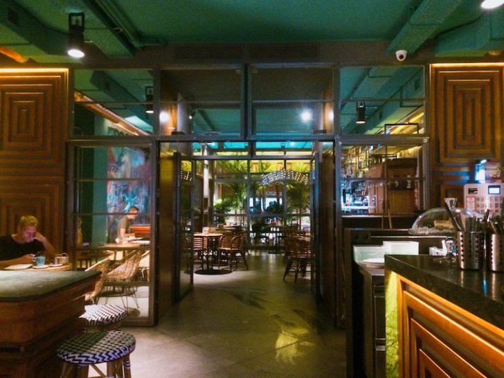 セビリアのWiFiバル『Gigante Bar』の店内
