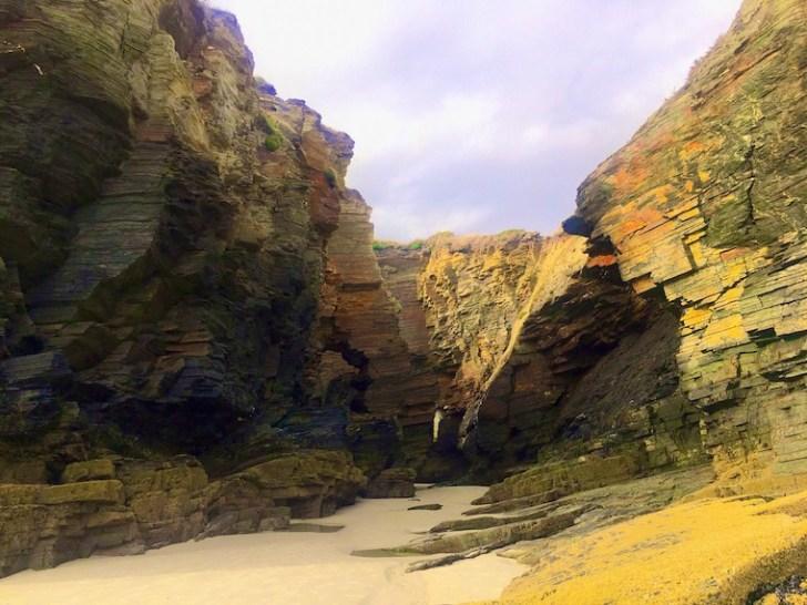 ガリシアのカテドラルビーチの岩