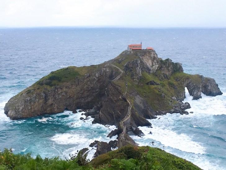 スペインバスク地方のサン・フアン・デ・ガステルガチェと礼拝堂
