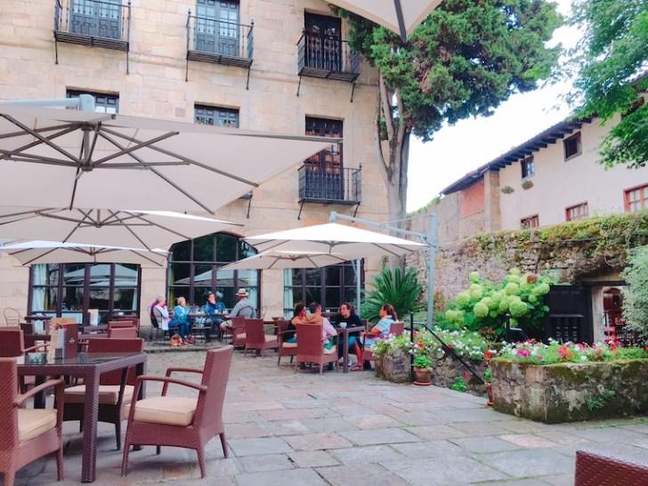 サンティリャーナ・デル・マルのパラドールのカフェテリア