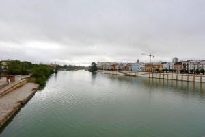 セビリアのトリアナ橋から見たグアダルキビル川