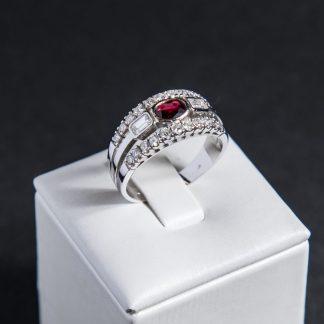 Anello rubino con diamanti