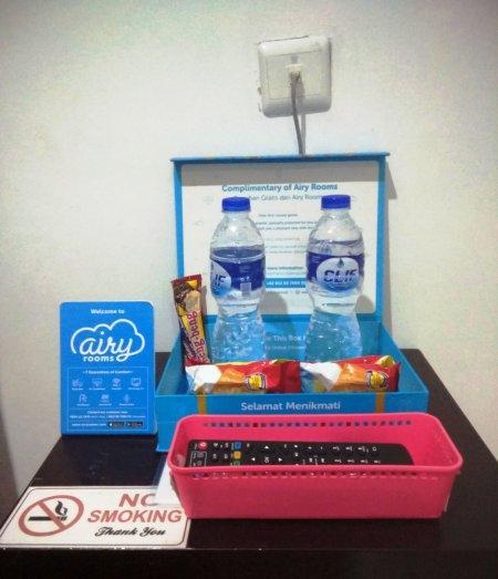 Camilan dan Air Minum Gratis Airy Rooms