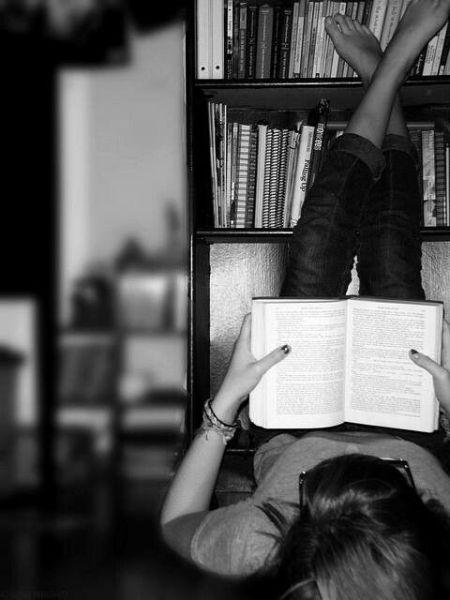 Manfaat Membaca Buku Bagi Pengembangan Diri