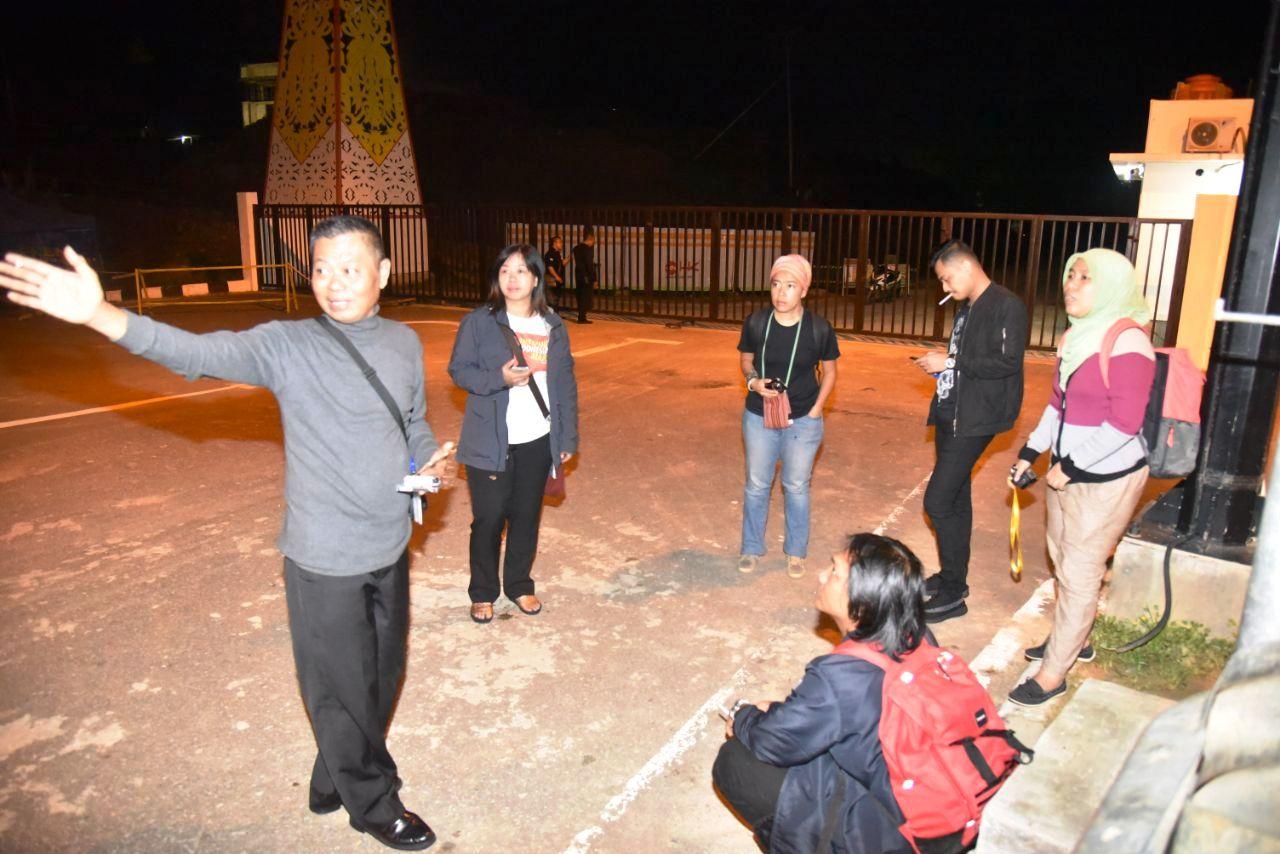 Pak Teguh dari BNPP Sedang Memberi Arahan pada Netizen