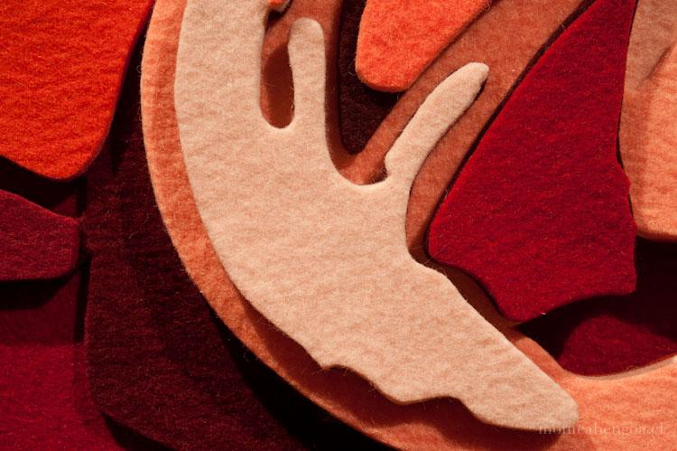 Díptico de once capas de fieltro de lana natural calado a mano.