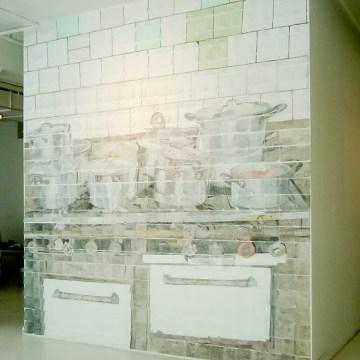 Mural de 600 servilletas de papel coloreadas a mano.