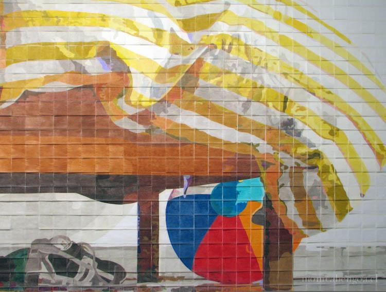 Mural de 2.600 servilletas de papel coloreadas a mano.