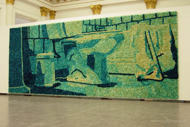 Mural de 7.000 flores naturales de cardos teñidas