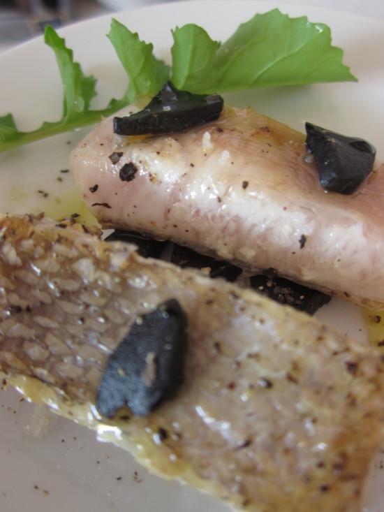 pez limón al ajo negro