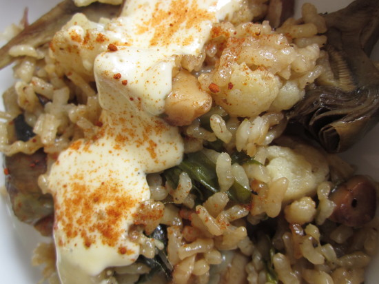 arroz de verduras con alioli ajo negro