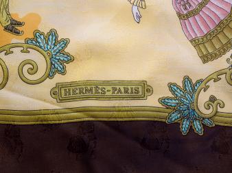 Hermès silk and angora (lining) scarf -$300