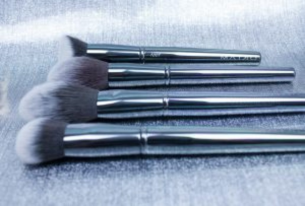 Maiko-brochas-luxury-grey-monica-vizuete-onlinecosmeticos