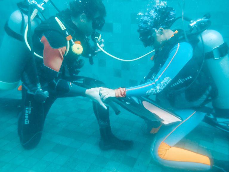 Equipment Exchange PADI Divemaster Training Blue Corner Dive Nusa Lembongan Bali