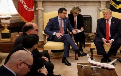 El presidente de los EEUU, Donald Trump, afirm? que dudaba sobre la continuidad de su apoyo a Juan Guaid?, a quien hab?a reconocido como presidente interino