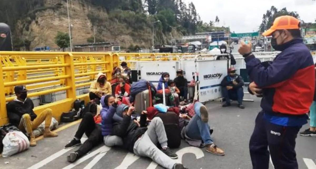Venezolano en la frontera Ecuador Colombia esperan regresar a su pa