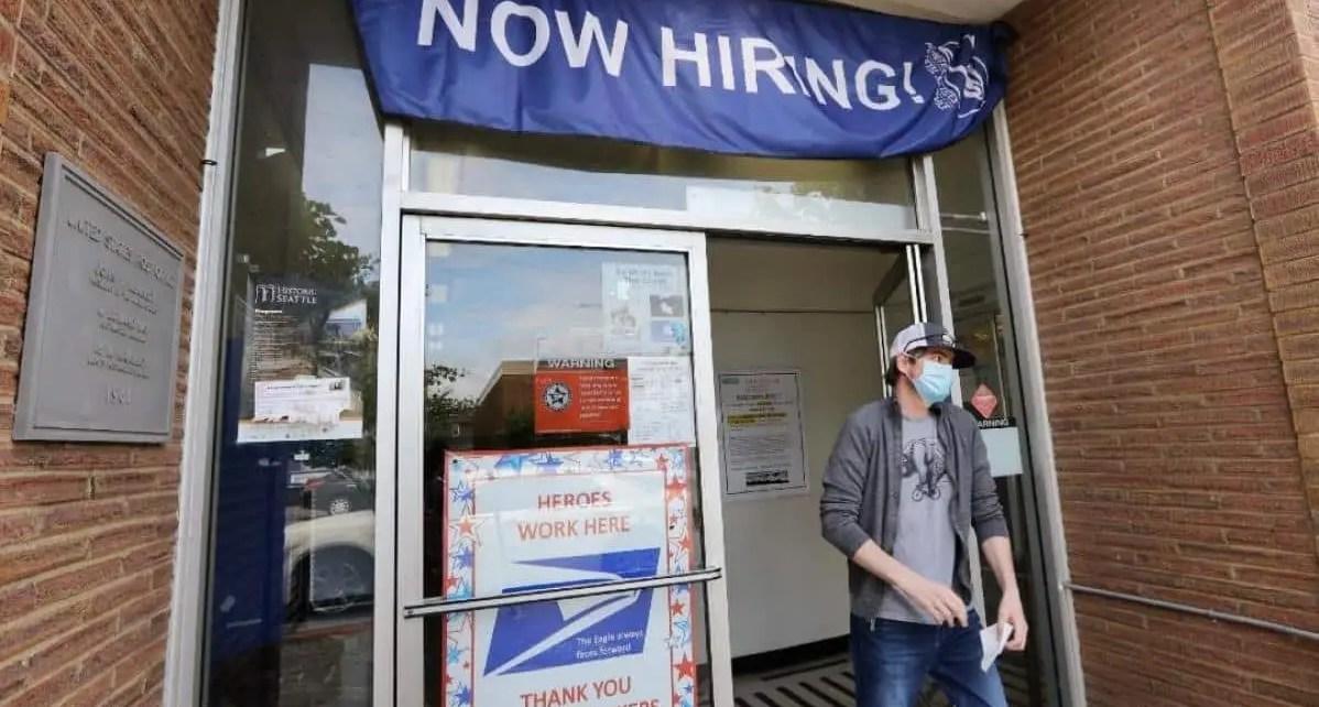 Desempleo en EEUU baja a 13,3 % en medio de la pandemia y reta a analistas de la econom?a.Esta cifra despert? entusiasmo al presidente Donald Trump,